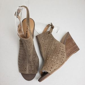 Lucky Brand Peep Toe Tan Buckle Wedge Sandals
